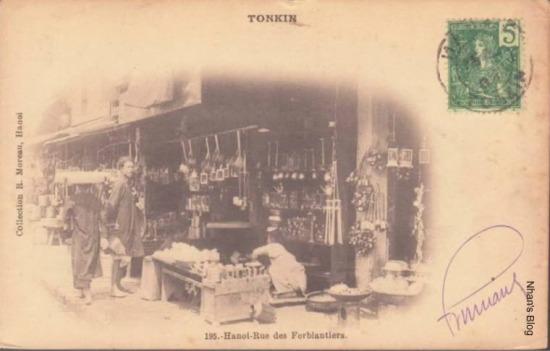 Người Pháp gọi con phố này là Rue des Ferblanties (Phố thợ làm hàng sắt tây).