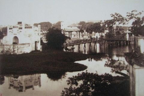 003.Cầu Thê Húc và đền Ngọc Sơn