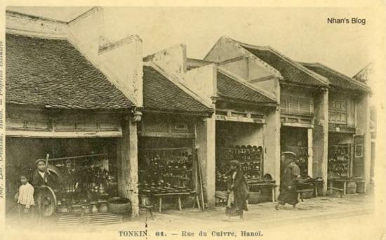 Thuở xưa phố Hàng Đồng làm nghề sản xuất và buôn bán đồ đồng rất sầm uất, vì đây gần như là nơi cung cấp duy nhất mâm, soong, nồi, chảo đồng cho cả kinh thành Thăng Long.