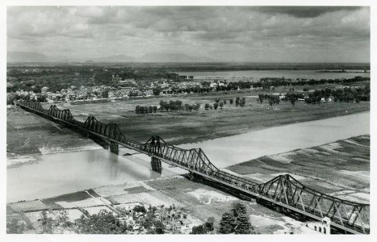 004.Hà Nội nhìn từ bên kia sông Hồnge - 1950s