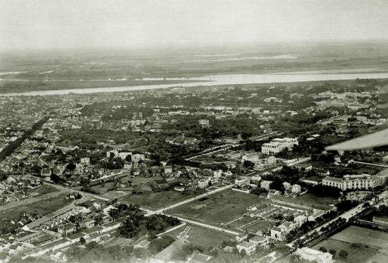 004. Khu vực phố cũ (Nam Hồ Gươm) vẫn còn trống trải