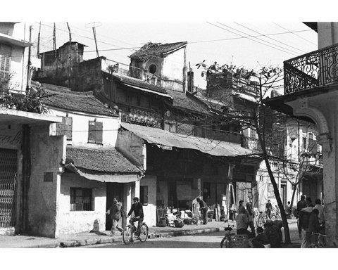 004.Ngã tư phố Hàng Cân - Lãn Ông của những năm 1980.