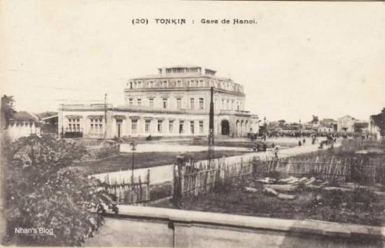 004.Phố Hàng Lọng (Lê Duẩn ngày nay) chạy qua trước cửa ga từng có tên là Đường Quan Lộ, có nghề làm lọng , làm ô, làm kiệu.