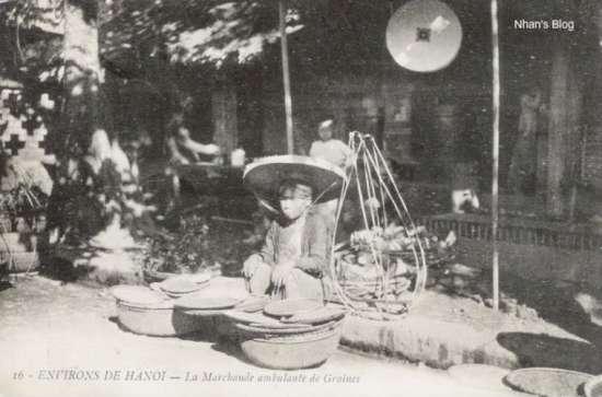 Người bán hàng bên phố Hàng Đậu