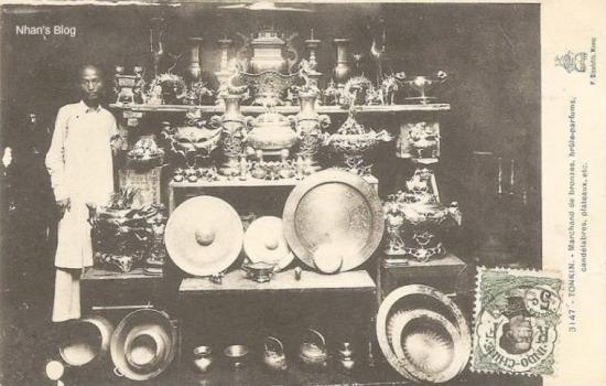 Ban đầu chỉ là những vật dụng thông thường, sau này những người thợ gò đồng trong phố cải tiến, làm cả những mâm giả cổ bằng đồng, quả cầu đồng, đĩa mỹ nghệ dùng để trang trí rồi tới cả cồng, chiêng…