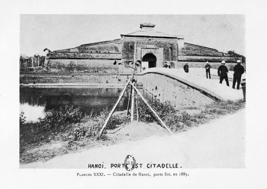 005.Cổng Đông Thành Hà Nội năm 1885
