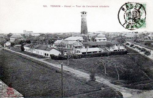 006.Cột cờ Hà Nội nhìn từ Hoàng Thành