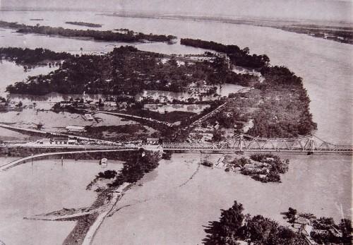 007.Cầu Doumer (Long Biên) được khánh thành vào năm 1902 bắc qua sông Hồng_