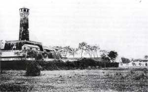 007.Cột cở Hà Nội được xây dựng năm 1805 dưới triều Gia Long, cùng lúc xây thành Hà Nội