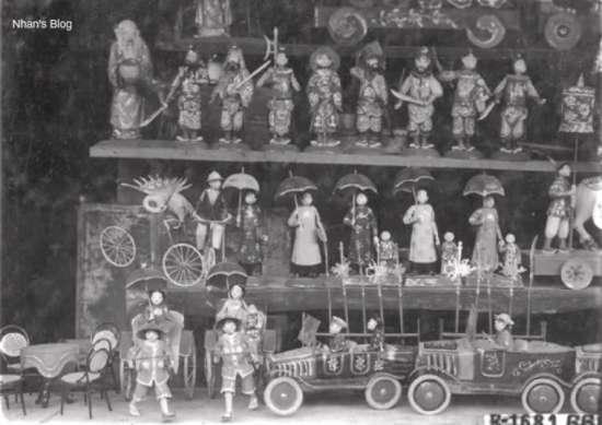 Từ các con thú trong truyện cổ tích đến ô tô, tầu thuỷ, xe đạp, bàn ghế, các loại đèn quả đào, đèn bướm, búp bê...