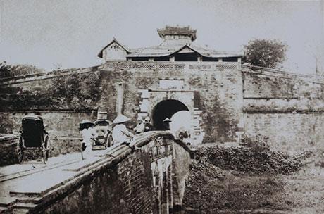 009.Cổng thành Hà Nội