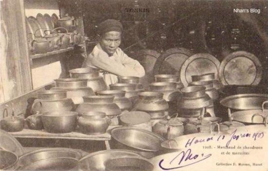 Phố Hàng Đồng gắn với việc kinh doanh mặt hàng đồng và lác đác một số gia đình còn làm nghề gò đồng, đó là một phố nghề hiếm hoi còn lưu giữ lại đặc trưng của đất Kẻ Chợ xưa kia.