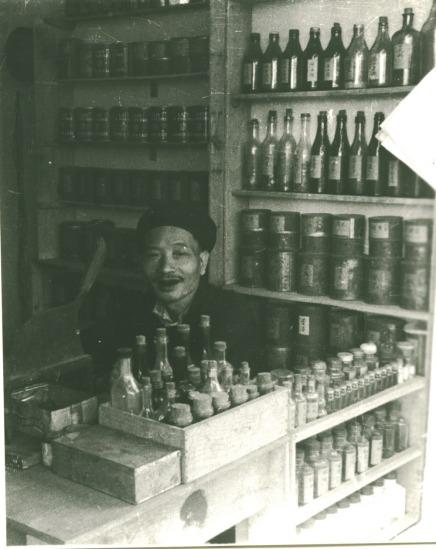 010.Cửa hàng thuốc ở Hà Nội.