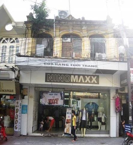 Nó vẫn giữ nguyên dáng dấp xưa, tuy ngày nay là cửa hàng thời trang Nino Max