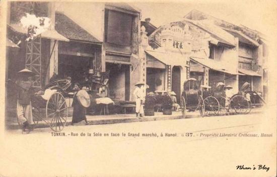 Dãy nhà số chẵn đối diện chợ Đồng Xuân