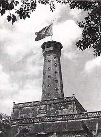 011.Cột cờ thành Hà Nội (ảnh chụp năm 1945)_