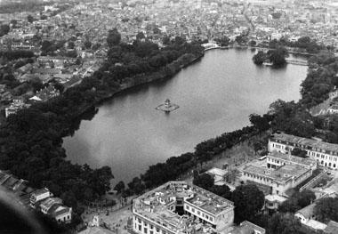 011.Góc Đông Nam Hồ Gươm ( khu Bách Hóa Tổng Hợp Hà Nội nổi tiếng xưa) năm1967