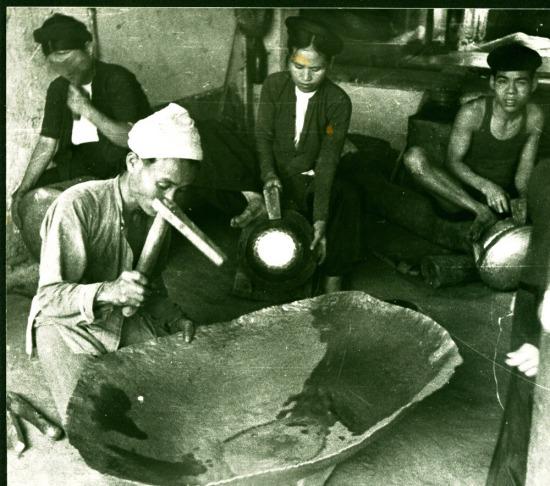 011.Người thợ ở phố Hàng Đồng.