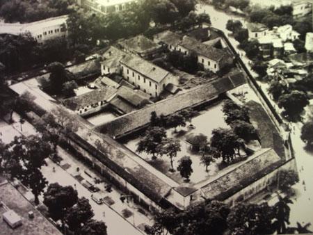 012.Toàn cảnh nhà tù Hỏa Lò (1896-1954).