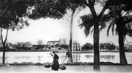 013.Hồ Gươm, bên kia bờ nhìn thấy Nhà Hát Lớn Hà Nội
