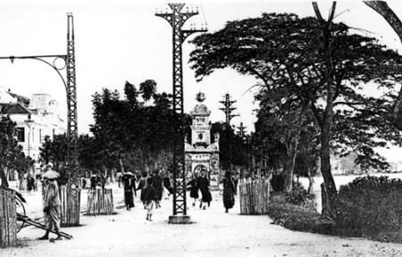014.Tháp Hòa Phong ở Hồ Gươm