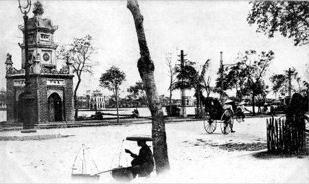 014.Tháp Hòa Phong và Tháp Rùa ở phía xa xa