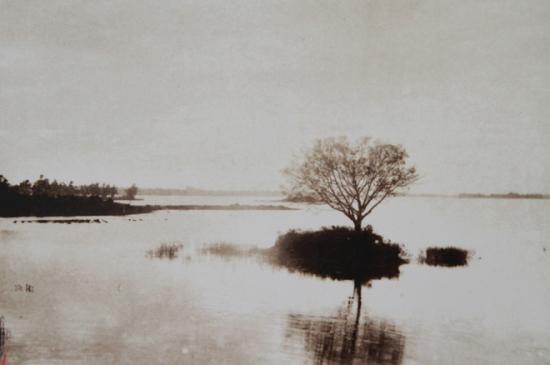 Cuối thế kỷ thứ 19, những người Pháp ở Hà Nội xem hồ Gươm là hồ Nhỏ, phân biệt với hồ Tây (trong hình) là hồ Lớn.