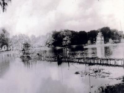019.Hồ Gươm với mặt hồ mờ ảnh