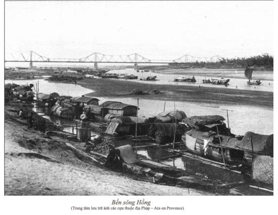 021.Bên sông Hồng