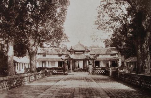 021.Chùa Láng được xây dựng thế kỷ 17, nổi tiếng với lối kiến trúc và thờ tự đến nay vẫn không mấy thay đổi.