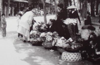 024.Bán hoa chưng tết ở phố Hàng Khay
