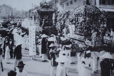 028.Đám tang qua phố Đồng Xuân