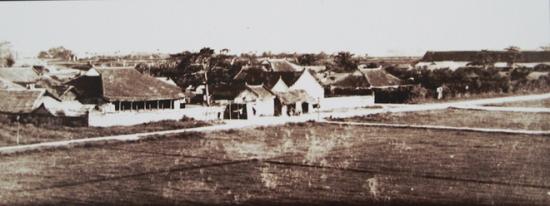 Người Pháp chỉ giữ lại duy nhất cửa Bắc và cột cờ để quy hoạch lại Hà Nội theo đúng chuẩn một thành phố phương Tây. Trong ảnh là quang cảnh bên trong thành Hà Nội.