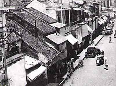 040.Phố Hàng Buồm (ảnh chụp năm 1940)_