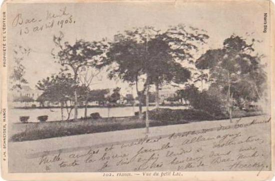 Nhận thấy vị trí đắc địa của Hồ Gươm, người Pháp triển khai kế hoạch biến khu vực này thành trung tâm hành chính, thương mại, văn hoá và  tôn giáo của Hà Nội. Đầu tiên là tuyến phố Paul Bert (Tràng Tiền – Hàng Khay – Tràng Thi), tiếp theo là các tuyến phố vuông góc với nó là các phố Francis Garnier (Đinh Tiên Hoàng) và Beauchamp Ferry (Lê Thái Tổ), cùng các tuyến phố song song với chúng tạo ra hệ thống các tuyến phố bao quanh Hồ Gươm và trở thành hệ thống đường phố đầu tiên ở Hà Nội.