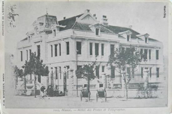 Bốn dãy nhà hai tầng được dựng lên, công trình có kiến trúc đơn giản, cầu thang gỗ, phía trên lợp ngói ardoise màu đen.