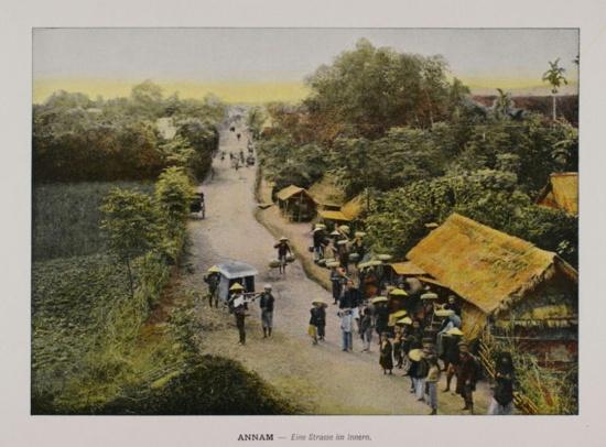 1880 An Nam - Trục đường chính của một ngôi làng ở Trung kỳ.