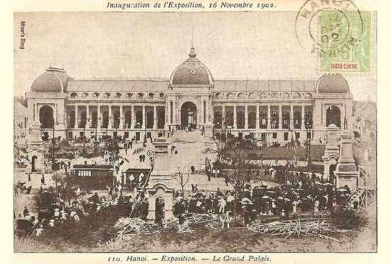 Cuộc triển lãm đầu tiên ở Hà Nội được tổ chức vào năm 1887, nhưng cuộc triển lãm có quy mô lớn nhất với sự tham dự của nhiều quốc gia diễn ra năm 1902 cùng sự kiện khánh thành cầu Doumer (Long Biên). Triển lãm diễn ra  tại cung đấu xảo, một tòa lâu đài tráng lệ do kiến trúc sư Bussy thiết kế. Toà nhà này sau đó được chuyển giao để thành lập một bảo tàng kinh tế đầu tiên và lớn nhất Đông Dương, bảo tàng Maurice Long.