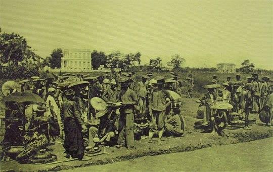 Chợ bán hàng cho quân lính