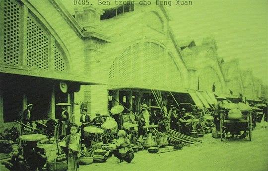 Cổng chợ Đồng Xuân ngày thường