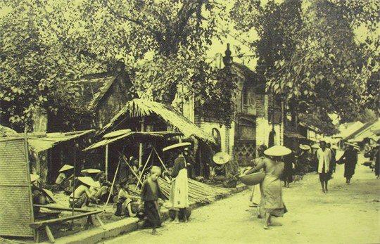 Cổng chợ Bưởi