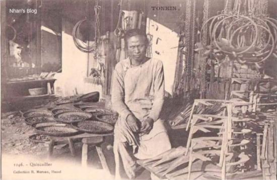 Một cửa hàng bán các nông cụ rèn