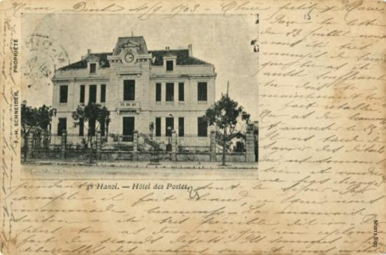 Nếu phía Bắc vườn hoa Paul Bert có các công trình Tòa đốc lý, Kho bạc, Câu lạc bộ, Nhà lục xì thì phía Nam có Bưu điện và Dinh thống sứ.