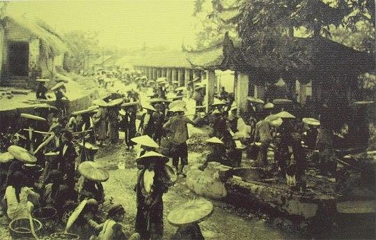 Quang cảnh chợ Bưởi