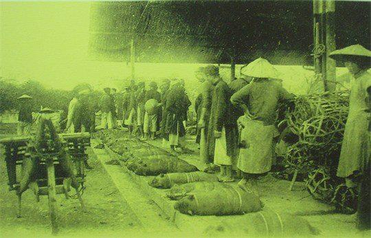 Bên trong chợ Đồng Xuân