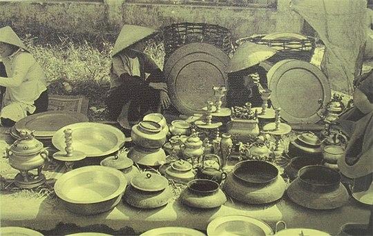 Chợ tự phát bán đồ cũ (năm 1954)