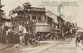 Đầu phố Lãn Ông nhìn từ phố Hàng Ngang (khoảng nhưng năm 1940-50s)
