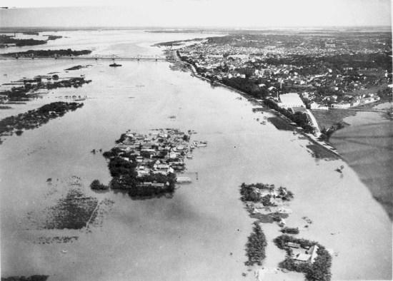 Sông Hồng vào mùa lũ năm 1929.