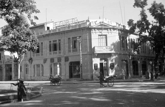1940 Ford signs on Indochine Automobiles building in Hanoi - Góc phố Đặng Thái Thân-Lê Thánh Tông.