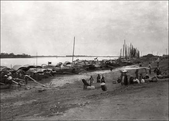 000b.Hanoi in the 1930s - Banks of the Red River